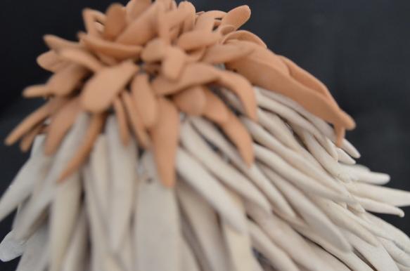 Da série Tactilis Sem titulo Cerâmica sobre superfície macia 15x10x10 2013 Coleção particular
