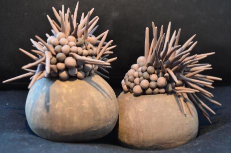 Da série Tactilis Sem titulo Cerâmica sobre superfície macia 10x10x15 2013 Coleção particular